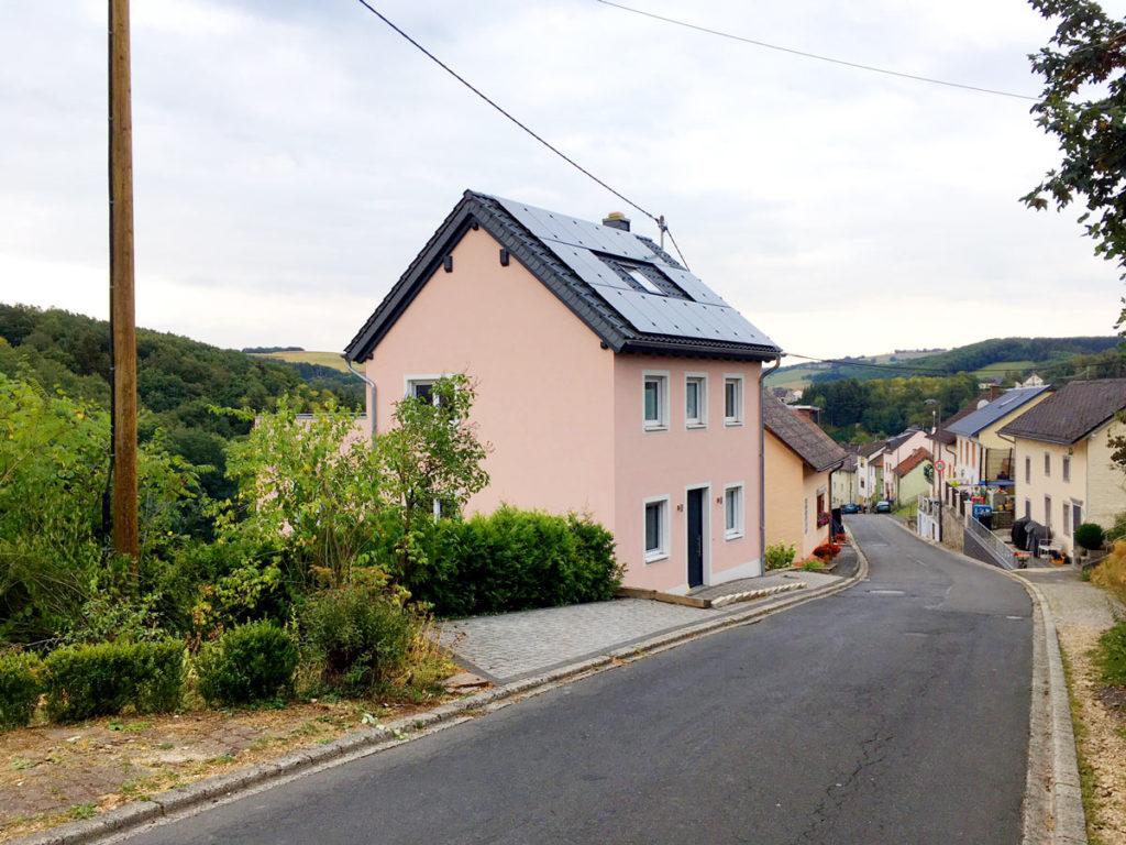 Franz-Haus Straße vorne